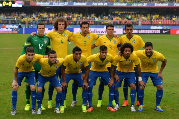 667f80361c7 FBL-WC-2014-BRA-SRB-FRIENDLY. Brazilian national team players pose before  the start of a friendly football match against ...