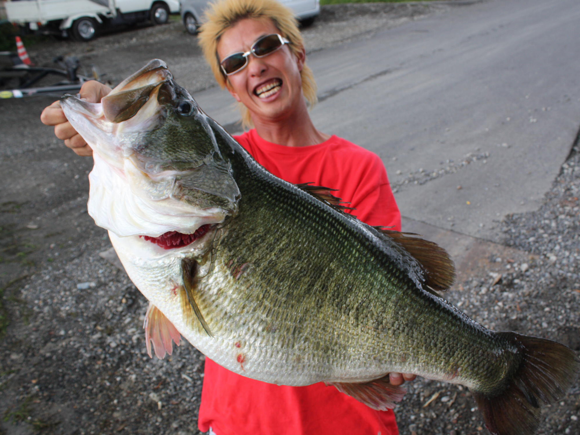 Manabu Kurita shows off the 22.5-pound (10.12-kilo) Largemouth Bass he caught at Lake Biwa in Shiga prefecture in western Japan on July 2, 2009. Kurita, the 33-year-old self-employed worker caught what was a world record equalling bass at the country's la