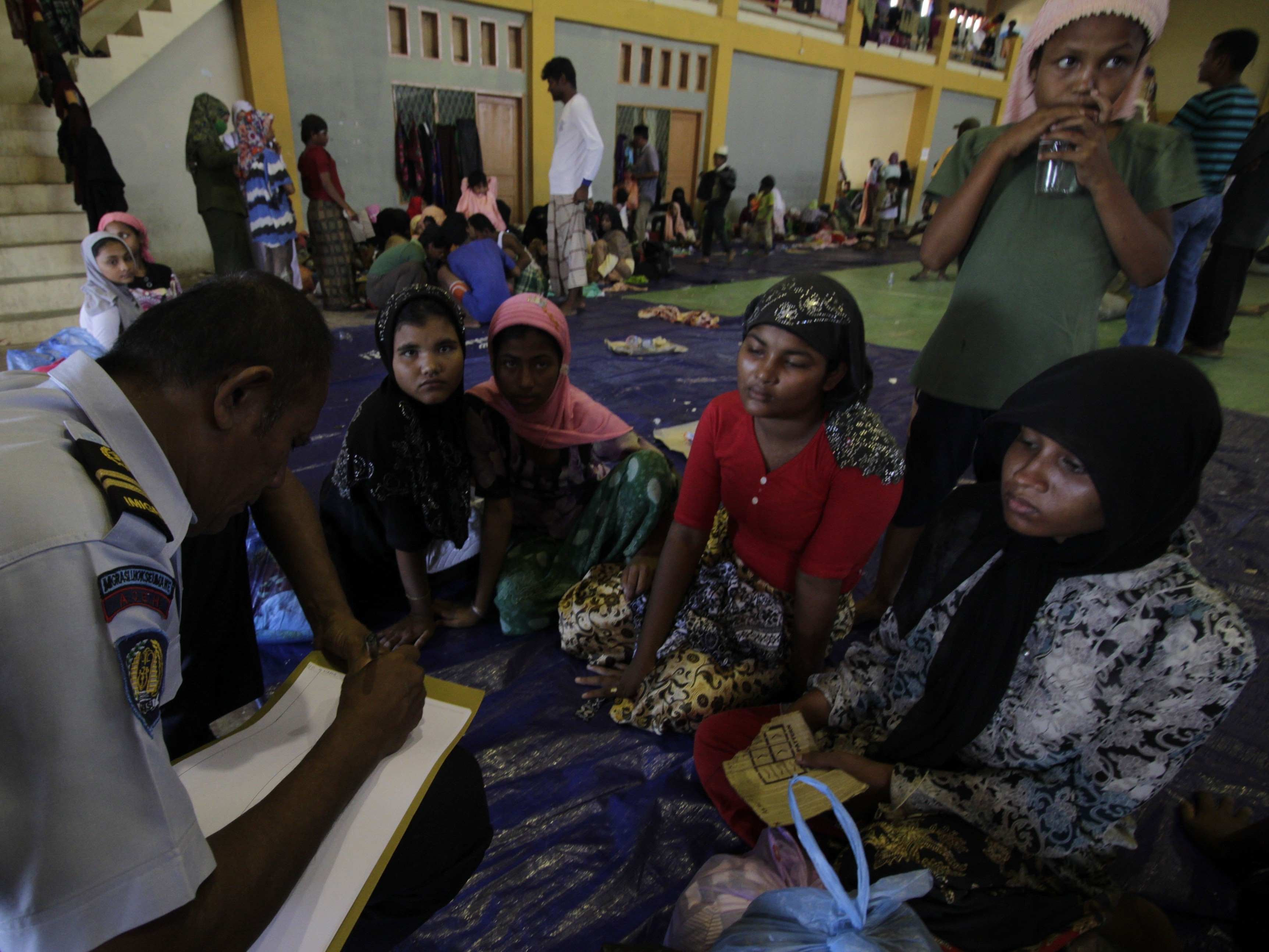 Hundreds of Rohingya wash up on Indonesian coast