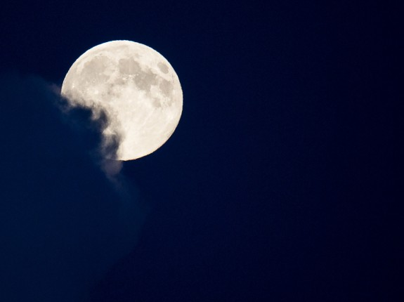 Biggest Supermoon Of 2014 Lights Up The Sky Over Europe
