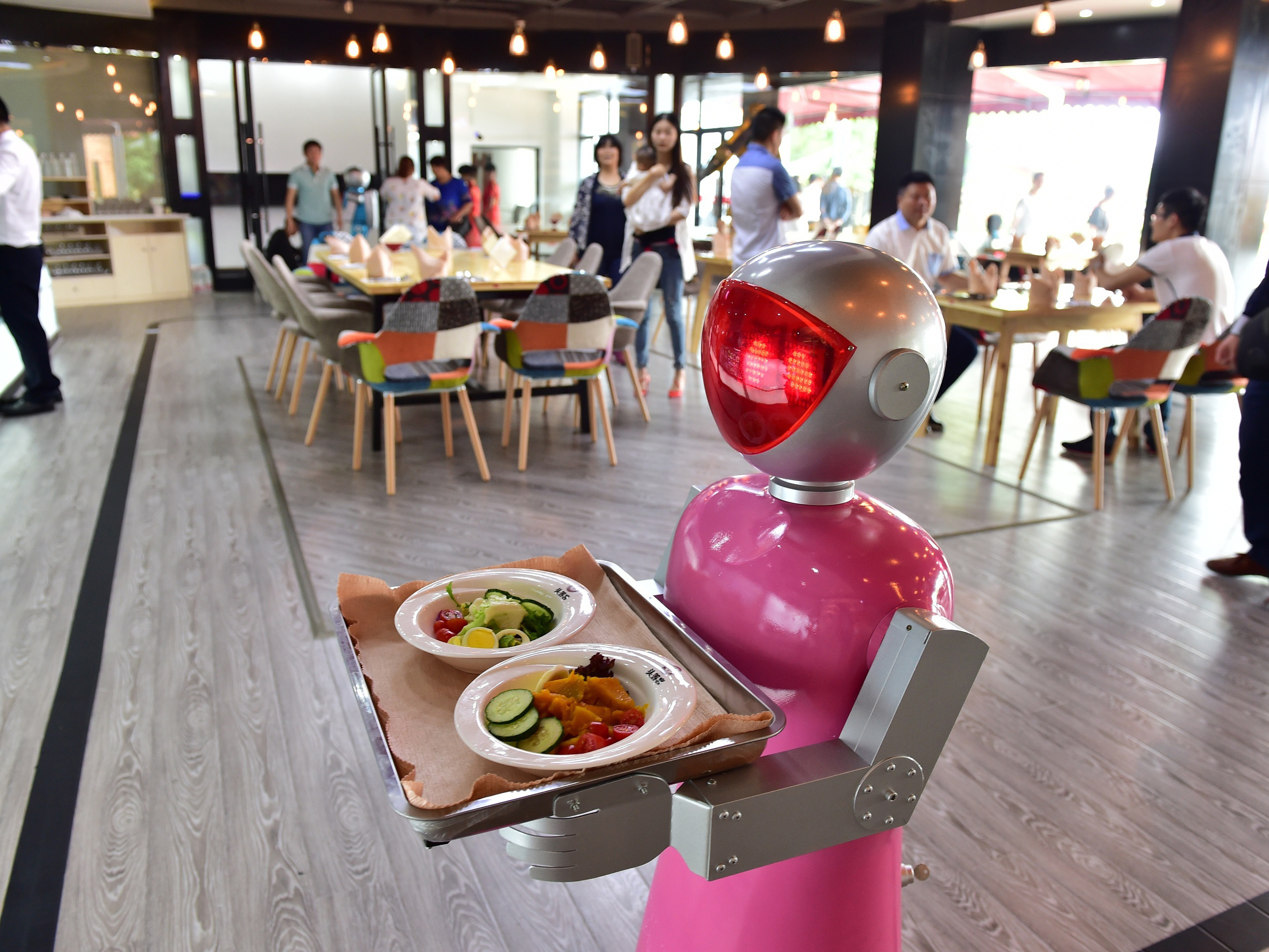 Couple Of Robot Waiters Show In Yiwu's Restaurant