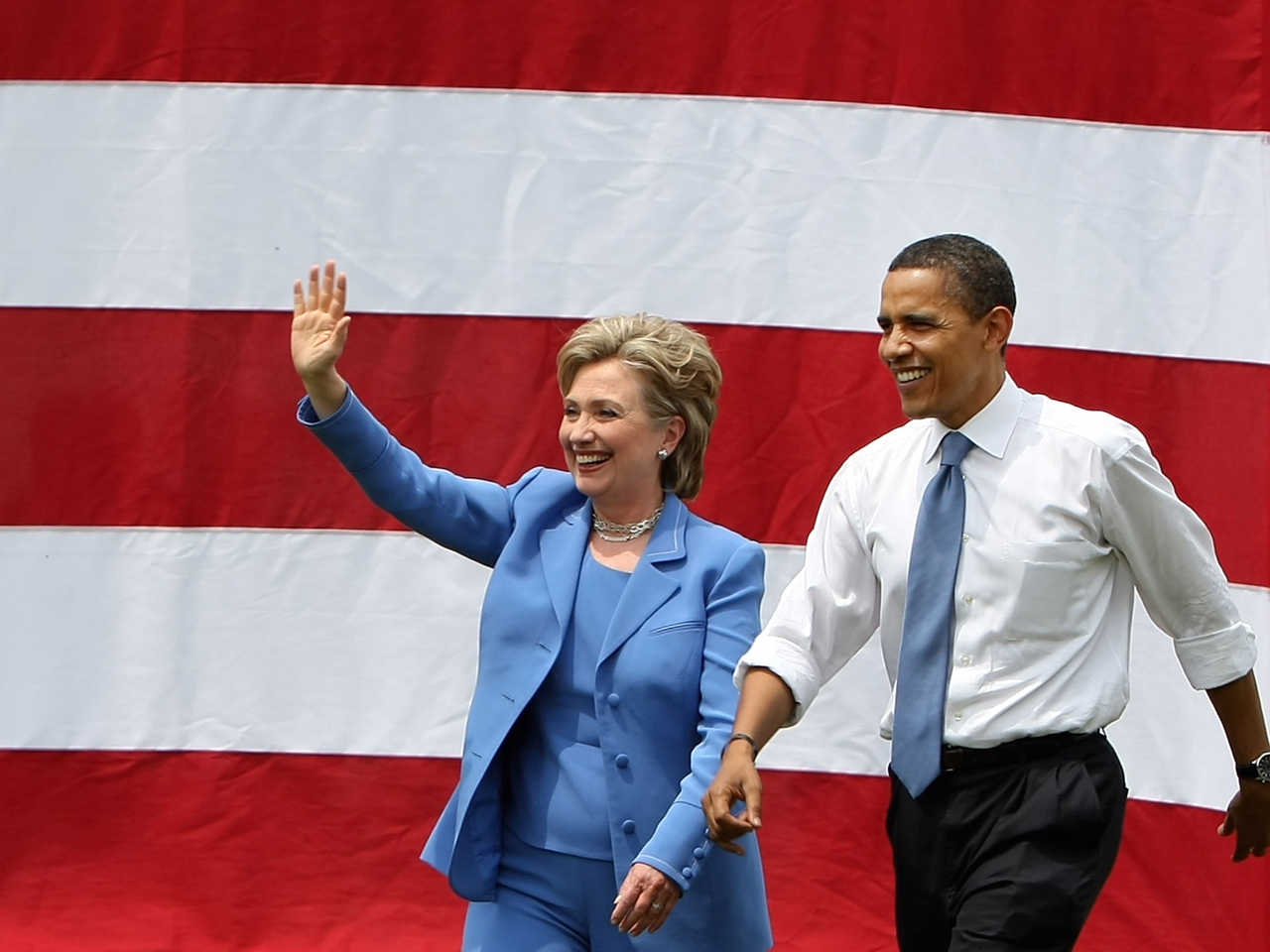 Hillary Clinton Campaingns With Barack Obama In Unity, New Hampshire