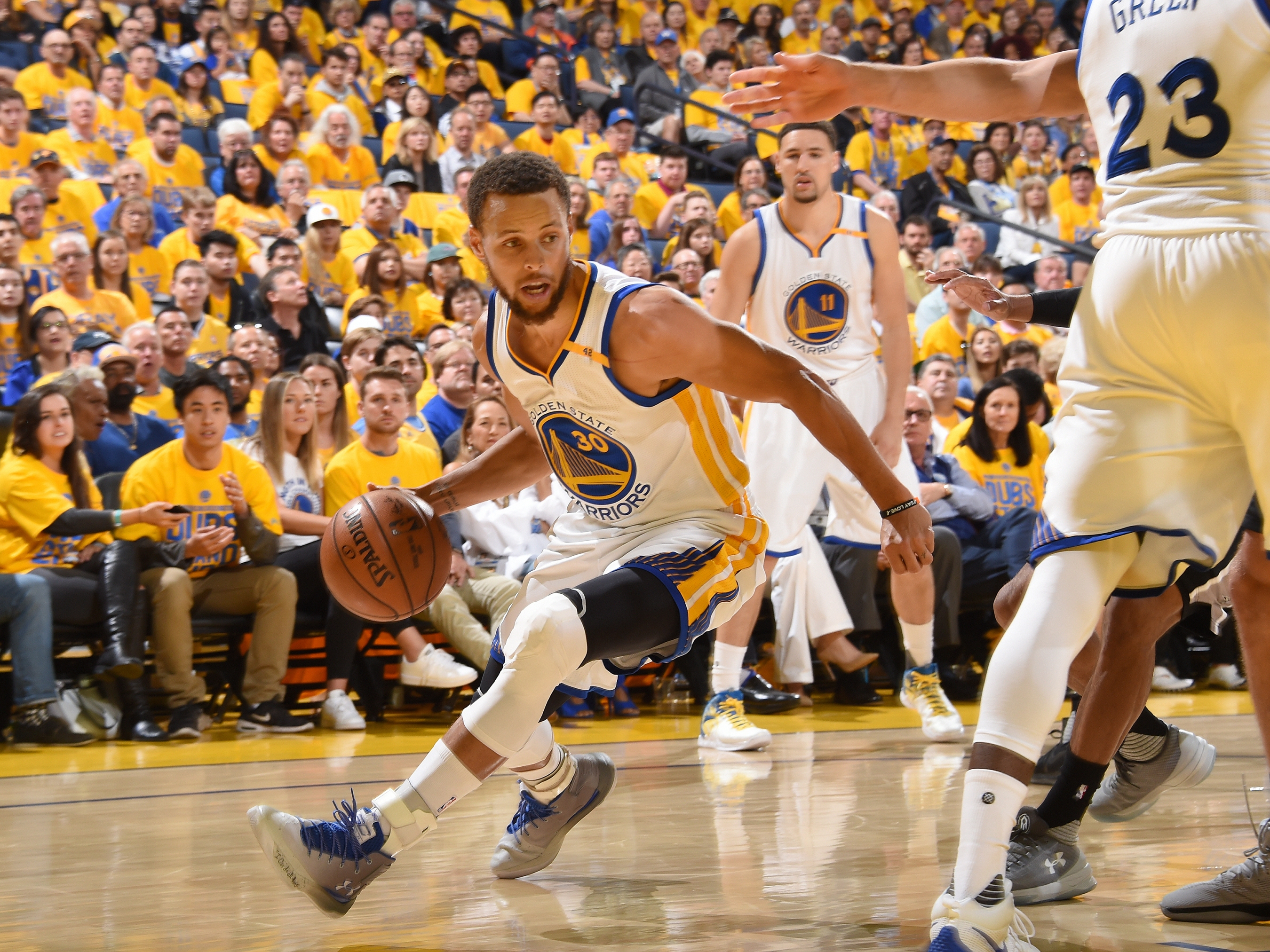 bd65bff3b94 The Beautiful Chaos Of The Warriors  Offense. Golden State s ...