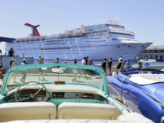Paradise cruise ship arrives in Havana
