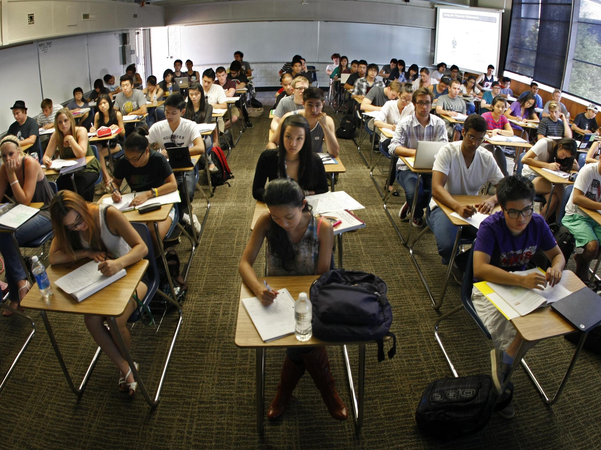 SEPTEMBER 10 2012. COSTA MESA, CA. Every desk is taken in professor Jeanne (cq) Neil's Accounting 10