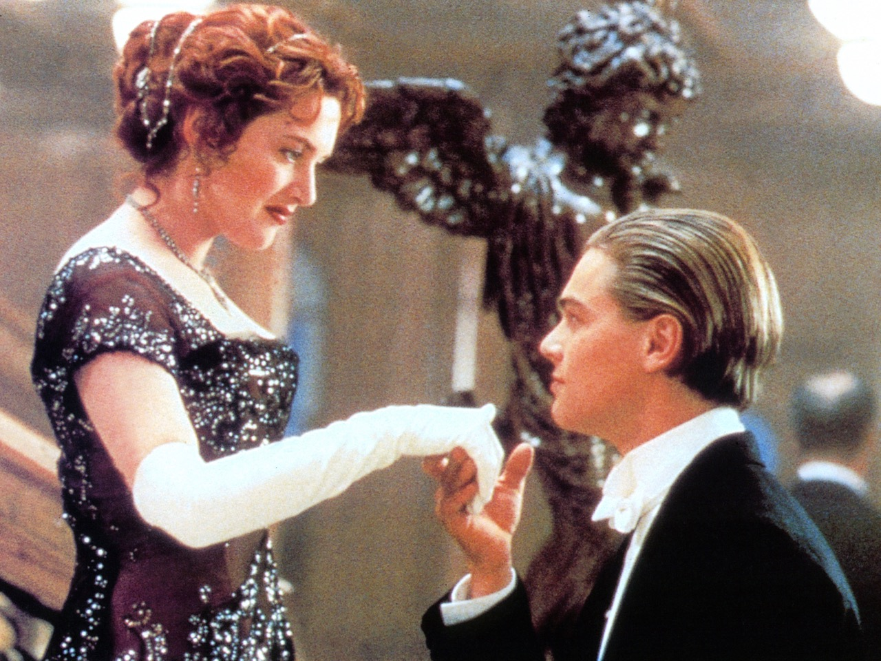 Kate Winslet And Leonardo DiCaprio In 'Titanic'
