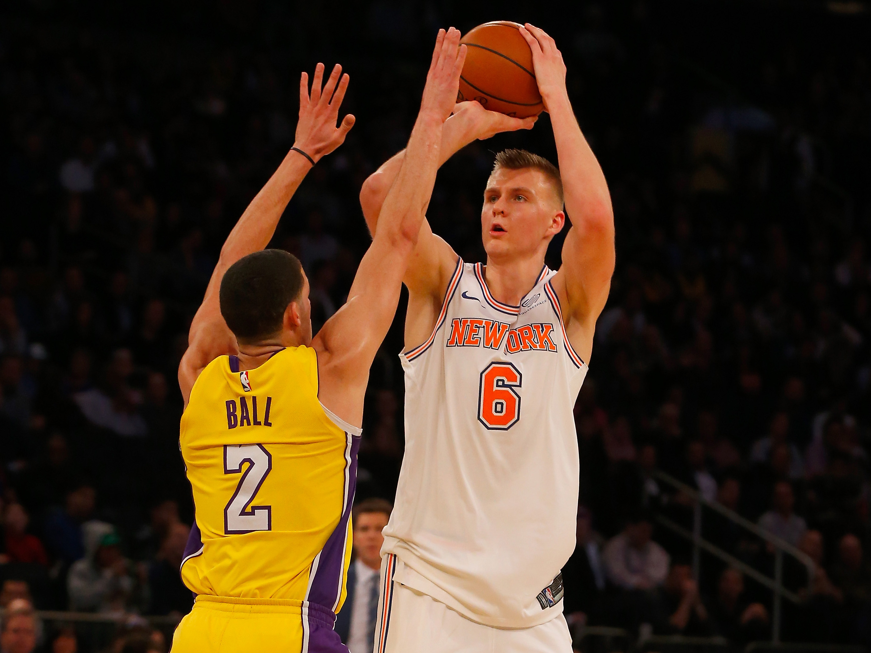 Los Angeles Lakers v New York Knicks