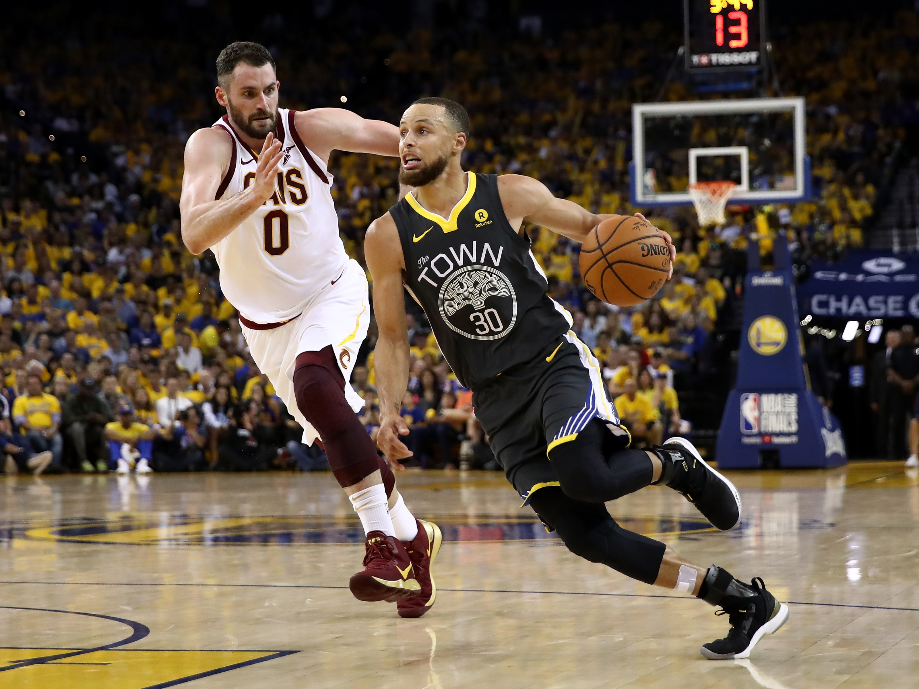 Warriors sweep Cavs to win back-to-back NBA championships