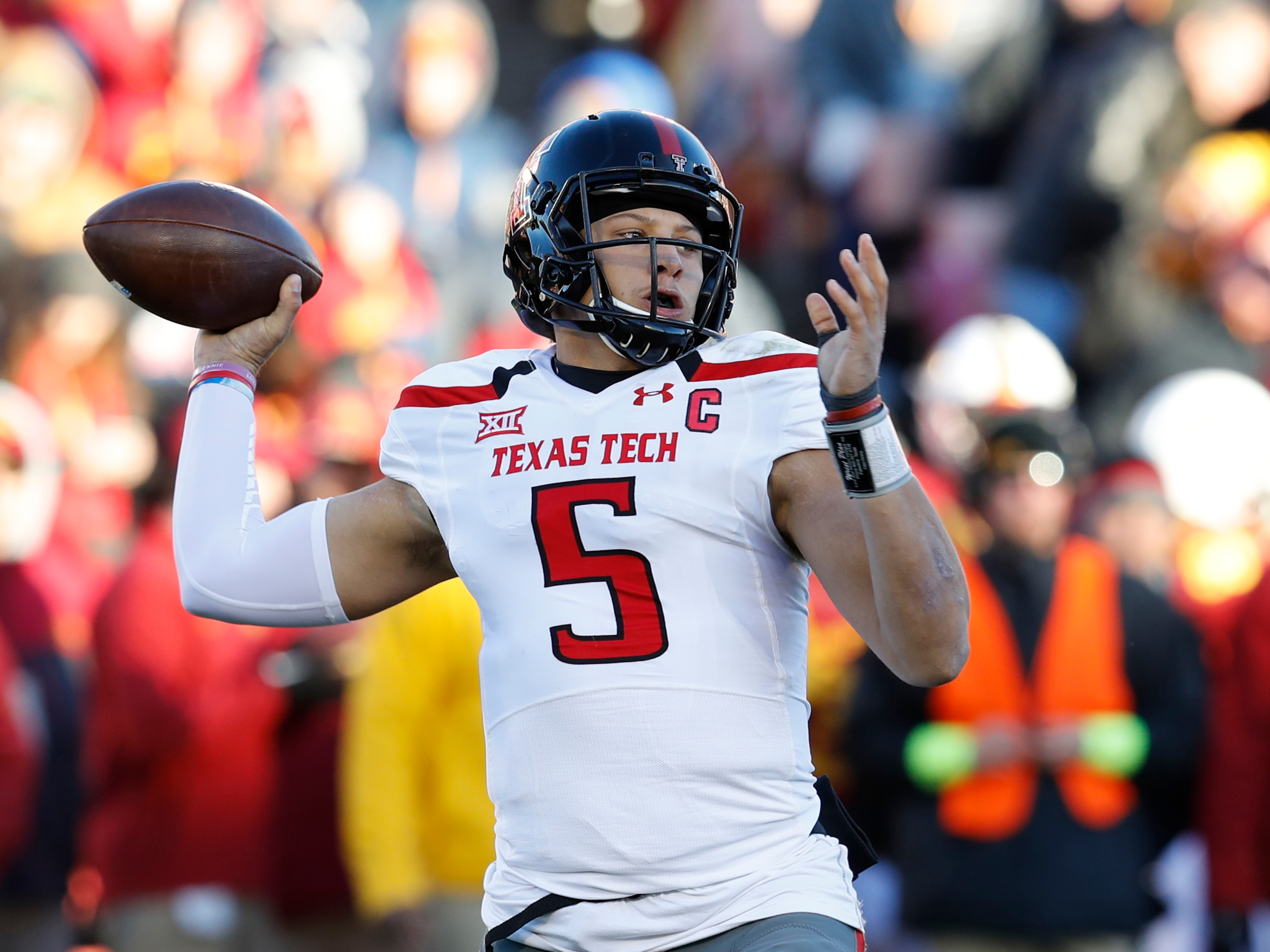 Patrick Mahomes Is Proving That QBs From Gimmicky College Offenses Can  Succeed In The NFL fbb865e92