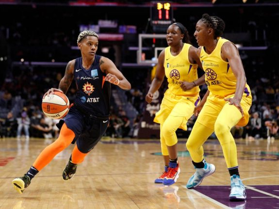 The Sun's Courtney Williams Is Thriving On Midrange Jumpers